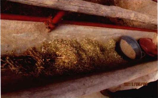 犊牛栏内精料盆、饮水盆和粗料槽